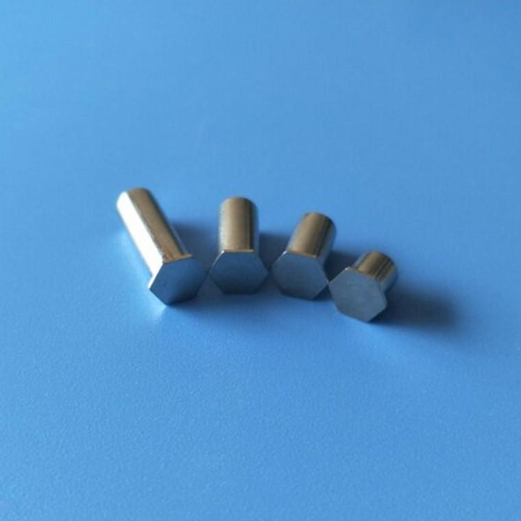 3.5M3不銹鋼通孔壓鉚螺柱