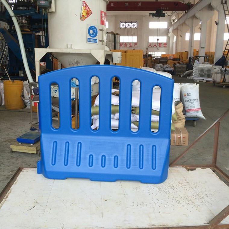 交通設施藍色水馬圍欄