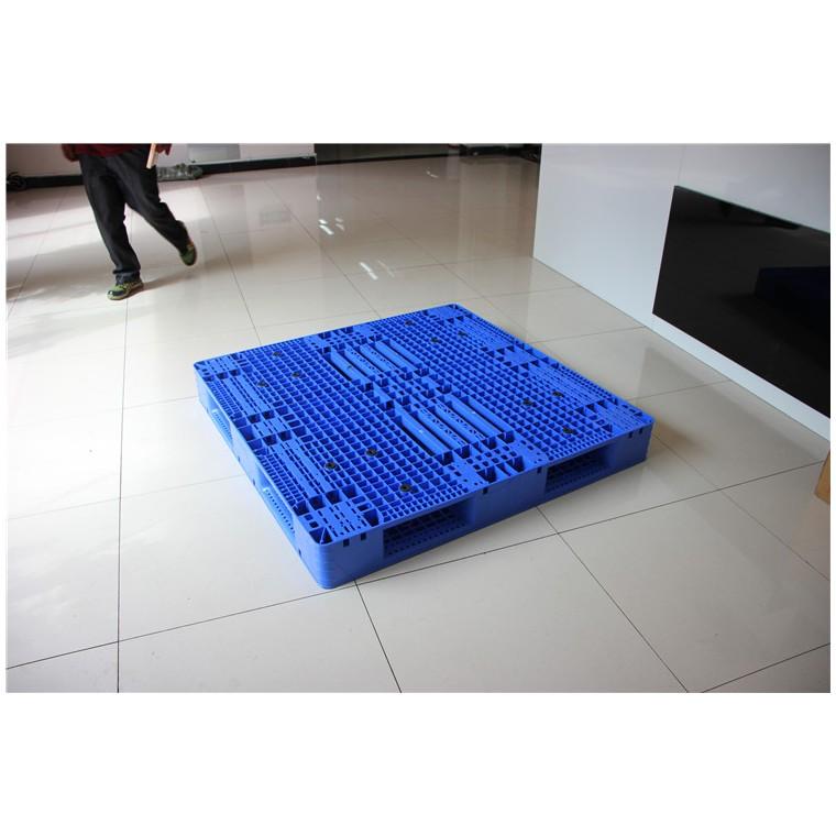陕西省汉中市 九脚网轻塑料托盘川字塑料托盘优质服务