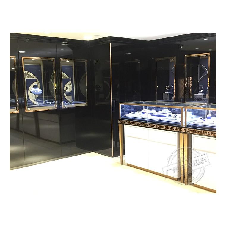 珠寶店選烤漆珠寶展柜還是亞光漆展柜