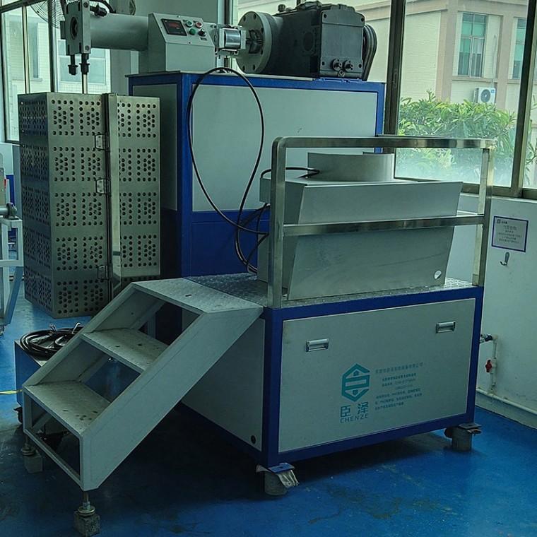 厂家直销臣泽智能装备50型立式硅胶挤出机
